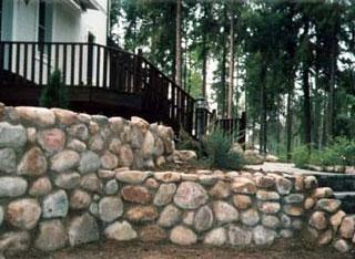 Фундамент для подпорной стены из камня